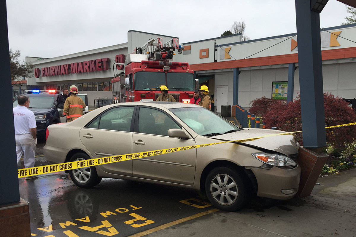 driver nearly crashes into pharmacy at shelbourne plaza – victoria news