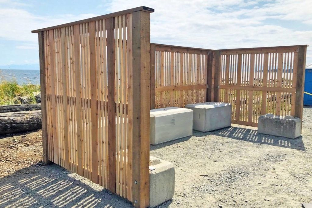 Esquimalt Lagoon washrooms get screened from view in Colwood