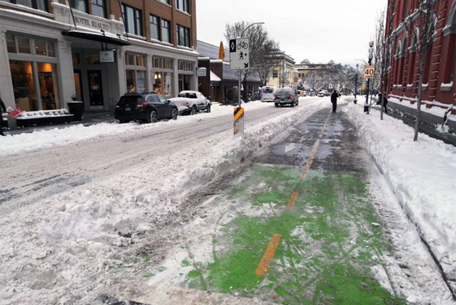 Snow crews aren't prioritizing Victoria bike lanes before streets, says City